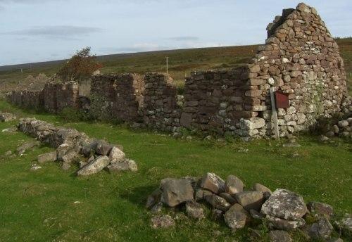 Ruderi di villaggi e abitazioni sono molto cumuni in Scozia, abbandonati a seguito delle Clearances.