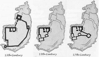 Le tre diverse fasi di costruzione del castello