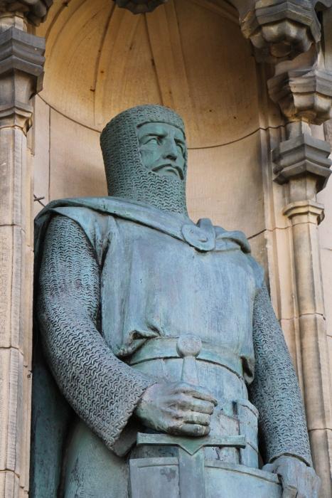Statua di William Wallace all'entrata del castello