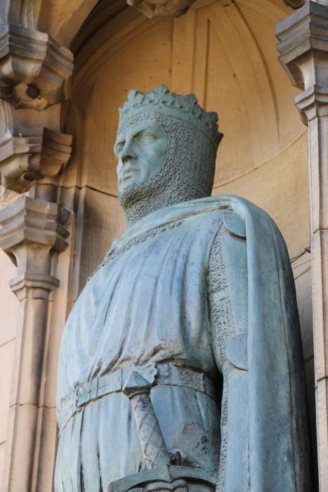 Statua di Robert Bruce all'entrata del castello