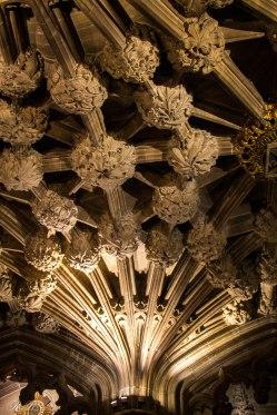 Il bellissimo soffitto decorato all'entrata della Thistle Chapel