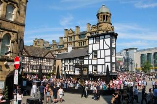 Un caratteristico quartiere di Manchester, accanto alla cattedrale