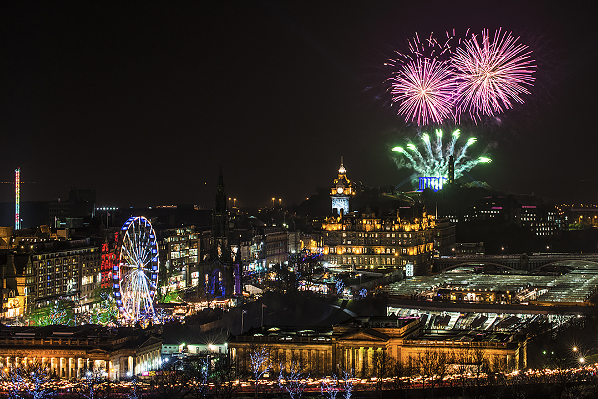 2014-homecoming-hogmanay-firework-thistles-at-edinburghs-hogmanay-torchlight-procession-c-grant-ritchie-real-edinburgh-2