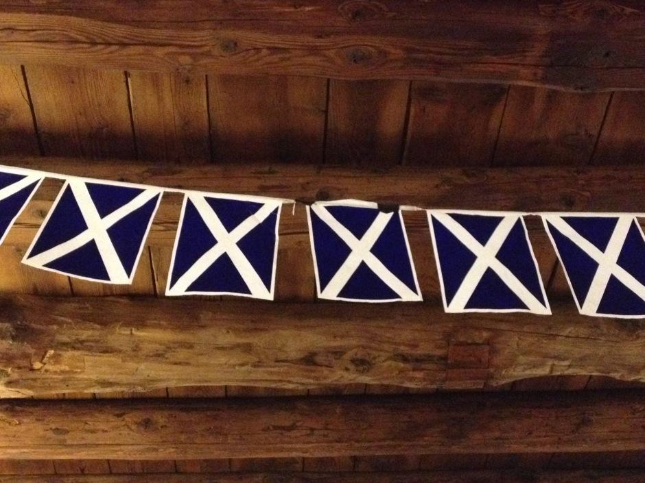 Decorazioni scozzesi nella sala allestita per la cena