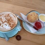 Scone, clotted cream e marmellata e un delizioso chai latte al Diving Gannet di Saint Monans