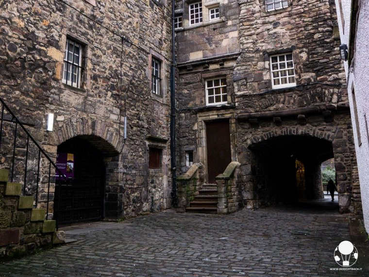 location-outlander-scozia-edimburgo-bakehouse-close-tipografia-a-malcom-print-shop-berightback