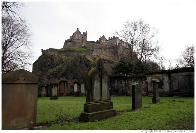 edinburgh-st-cuthberts-kirkyard-view-of-castle-2-large