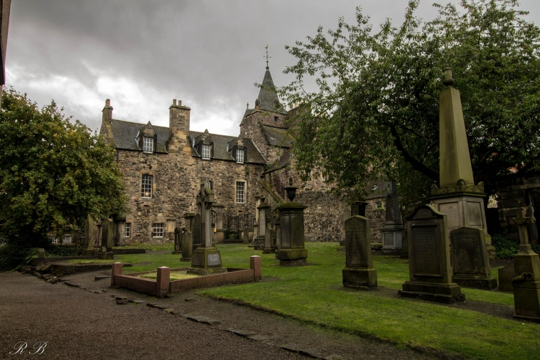 canongate-kirkyard-edinburgh-BeatrieRoat