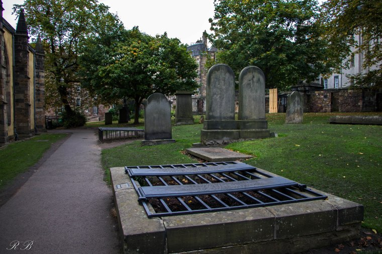 greyfriars-kirkyard-edinburgh-BeatriceRoat