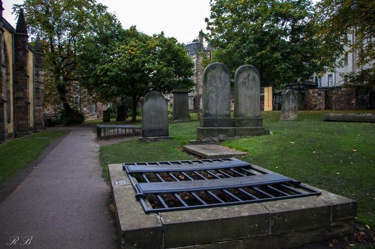 greyfriars-kirkyard-edinburgh-BeatriceRoat