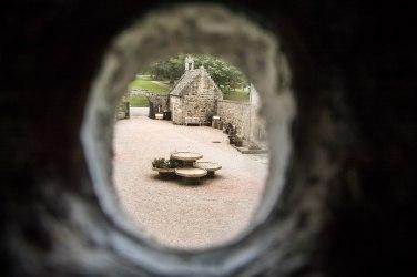 Una finestrella per spiare l'esterno