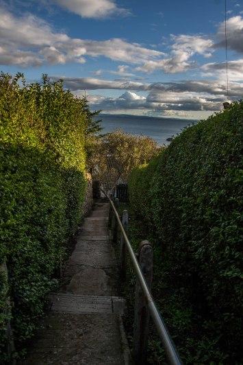 Il sentiero che dalla Auld Kirk porta al centro del villaggio