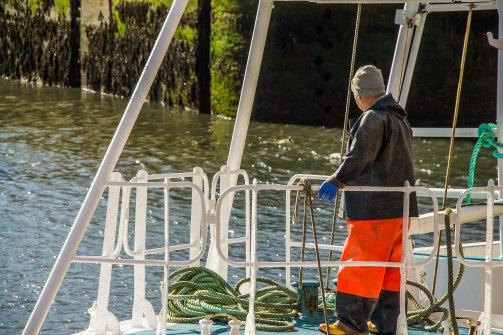 Un pescatore sulla sua barca