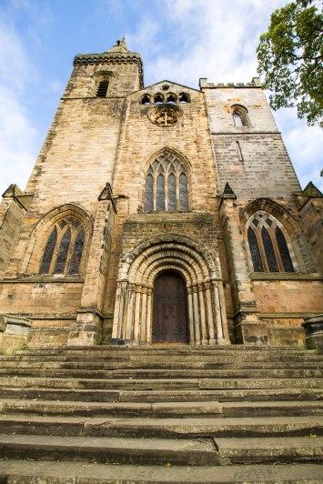 La facciata sud dell'abbazia