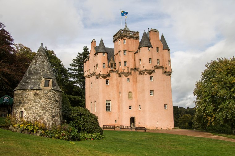 Craigievar-Castle-Scotland-BeatriceRoat