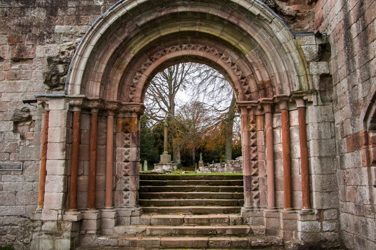 Dryburgh-Abbey-Scotland-BeatriceRoat