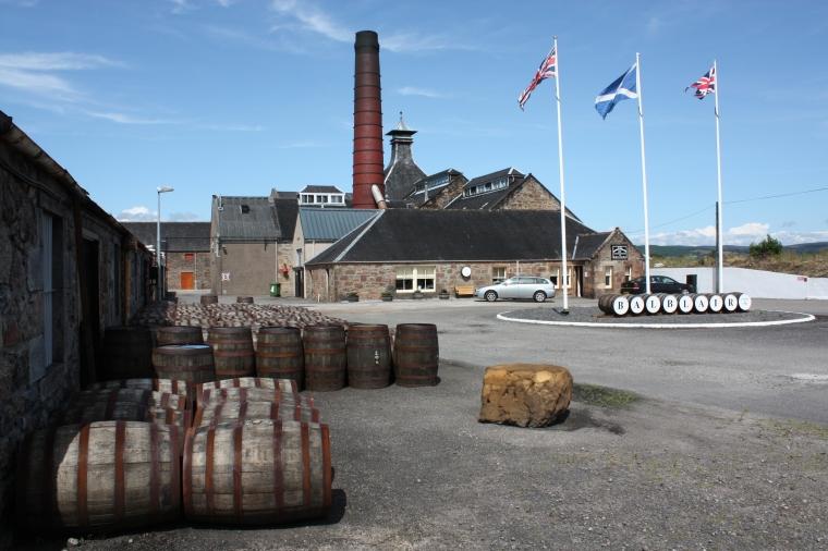 balblair_distillery_-_panoramio