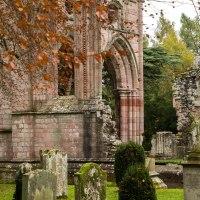 Dryburgh Abbey, romantiche rovine nel sud della Scozia