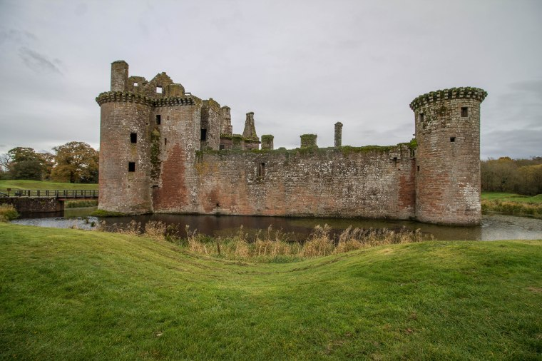 Caerlaverock-Castle-Scotland-BeatriceRoat